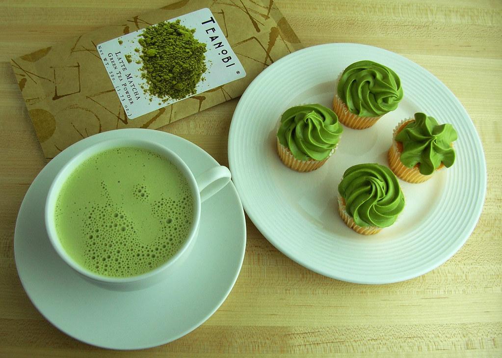 Matcha latte and cupcakes