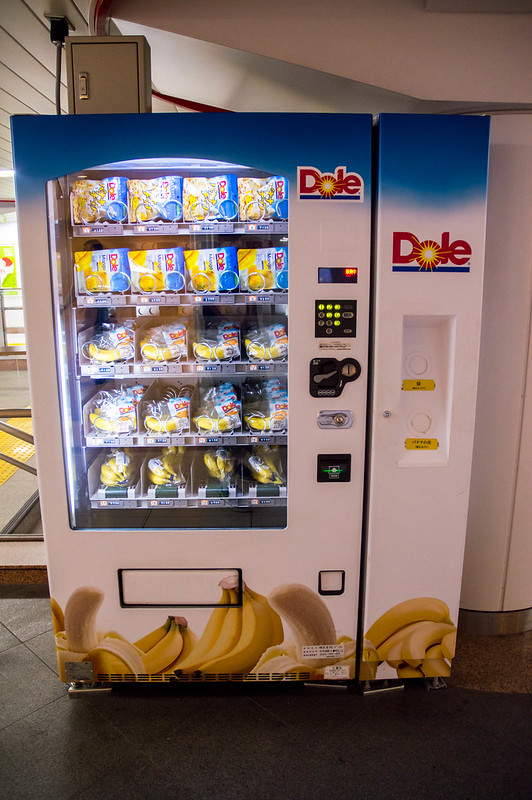 A vending machine selling bananas at Tokyo Station