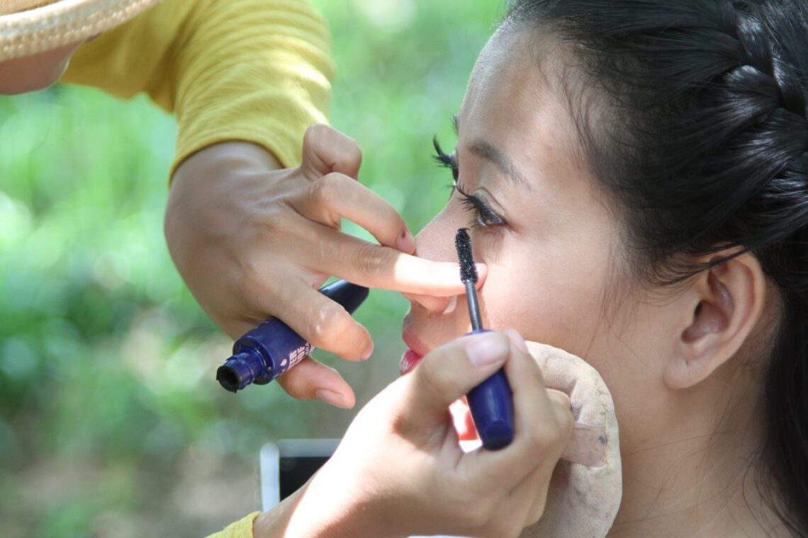 A makeup artist at work in Japan