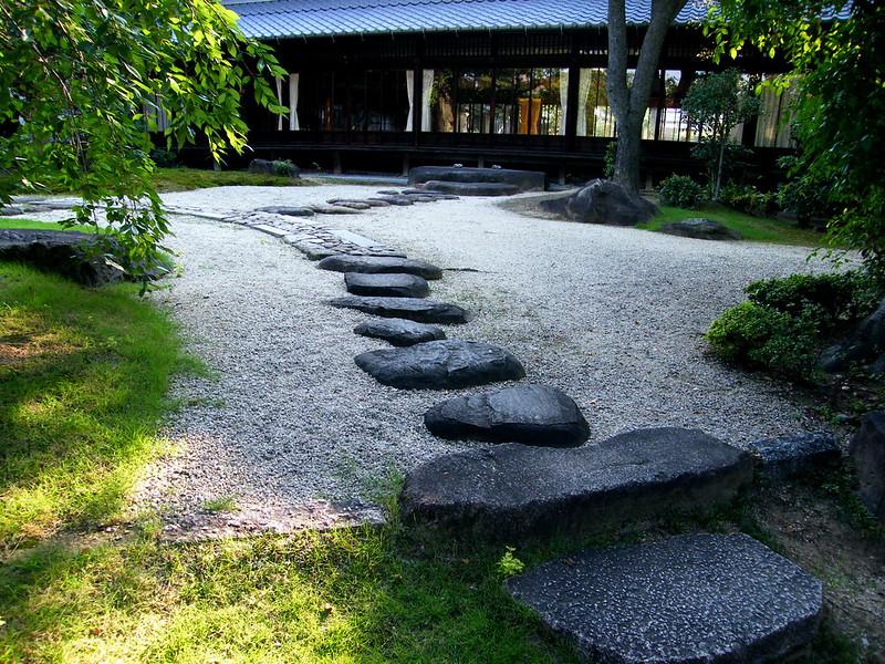 Fudaraku rock garden. Photo by World Tipiṭaka Foundation by Dhamma Society on www.flickr.com.