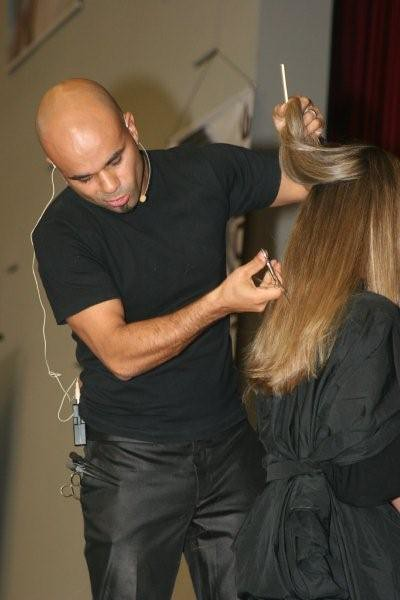 Haircut using convex-blade shears. Photo by Renato Fuzz on Flickr
