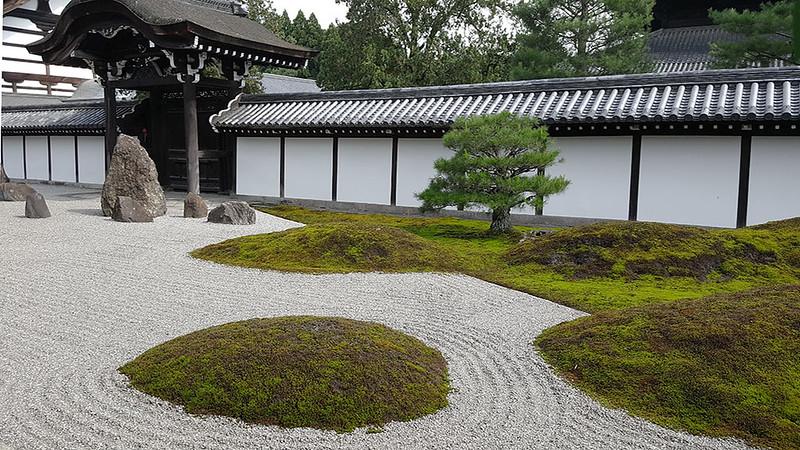 Zen garden at Tofuku-ji. Photo by Mihoyo Fuji on www.flickr.com.