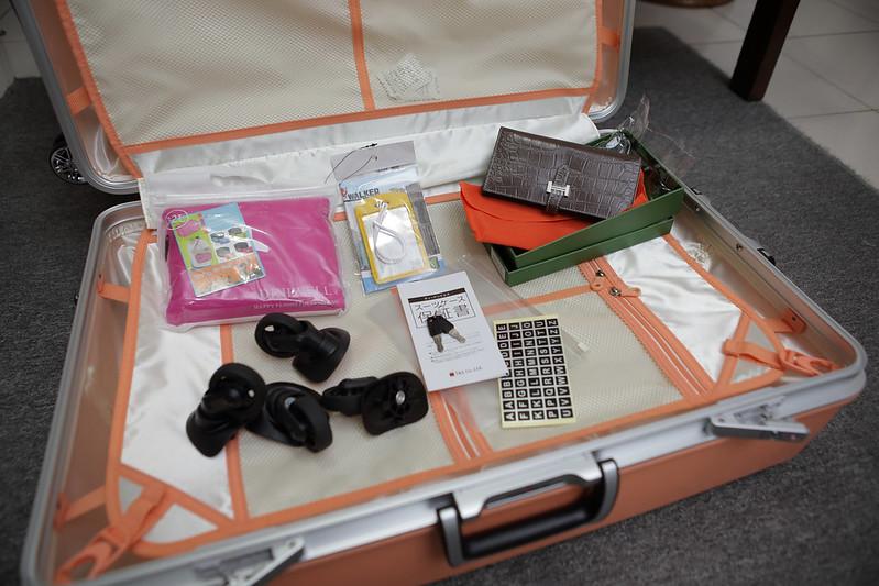 Inside the bag. Photo by emulibra on www.flickr.com.